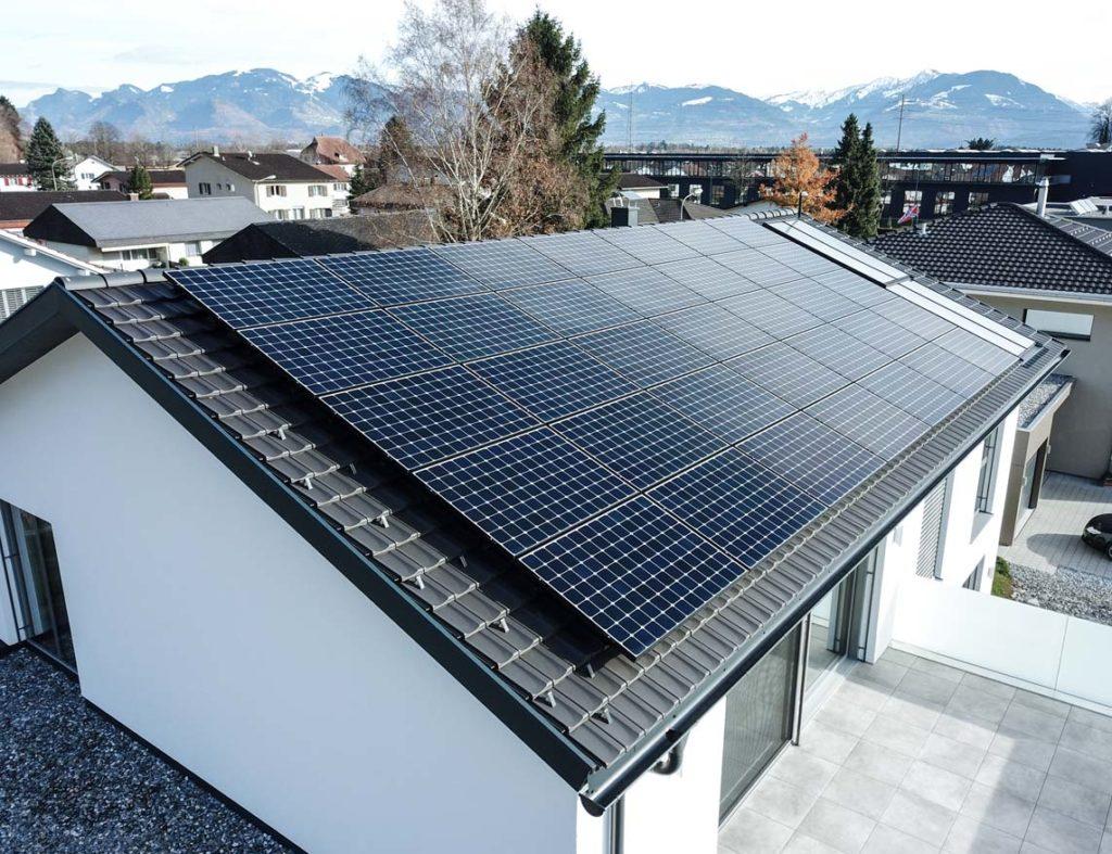 Photovoltaik Badsanierung Traumbad Wärmepumpen Anlage planen montieren Mons Solar Schweiz